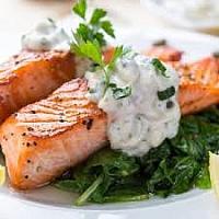 Darne de saumon grillée, sauce tartare