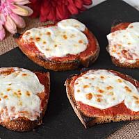 Bruschetta tomato and mozzarella