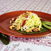 Yam Mamuang salad with green mango