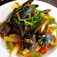Maccheroni with Mussels มักกะโรนีกับหอยแมลงภู่