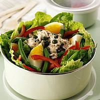 MIXED SALAD WITH BOILED EGG AND TUNA
