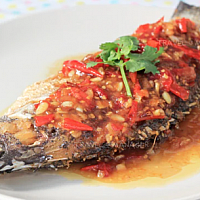 Deep fried fish with chlli sauce