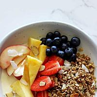 GRANOLA BREAKFAST BOWL