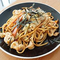 YAKISOBA CHICKEN (FRIED NOODLE)