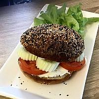 Bagel sandwich (creamcheese)