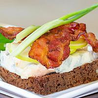Open face sandwich(Apple,Bacon)