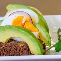 Open face sandwich (Boiled egg,Avo)