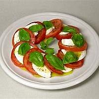 Caprese di Mozzarella di Bufala con Salsa Pesto