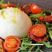 Burrata Fresca con Pomodori e Rucola