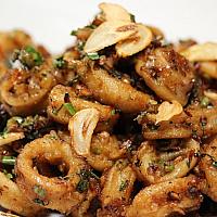 Fried Calamari with Garlic