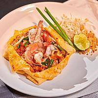 TRADITIONAL PHAD THAI PRAWNS  WRAPPED IN OMELET ผัดไทยกุ้งห่อไข่