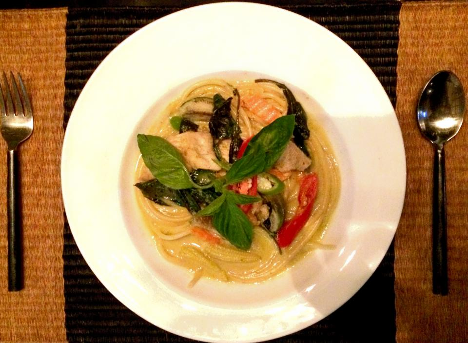Spaghetti Green Curry (Pork, chicken or seafood)