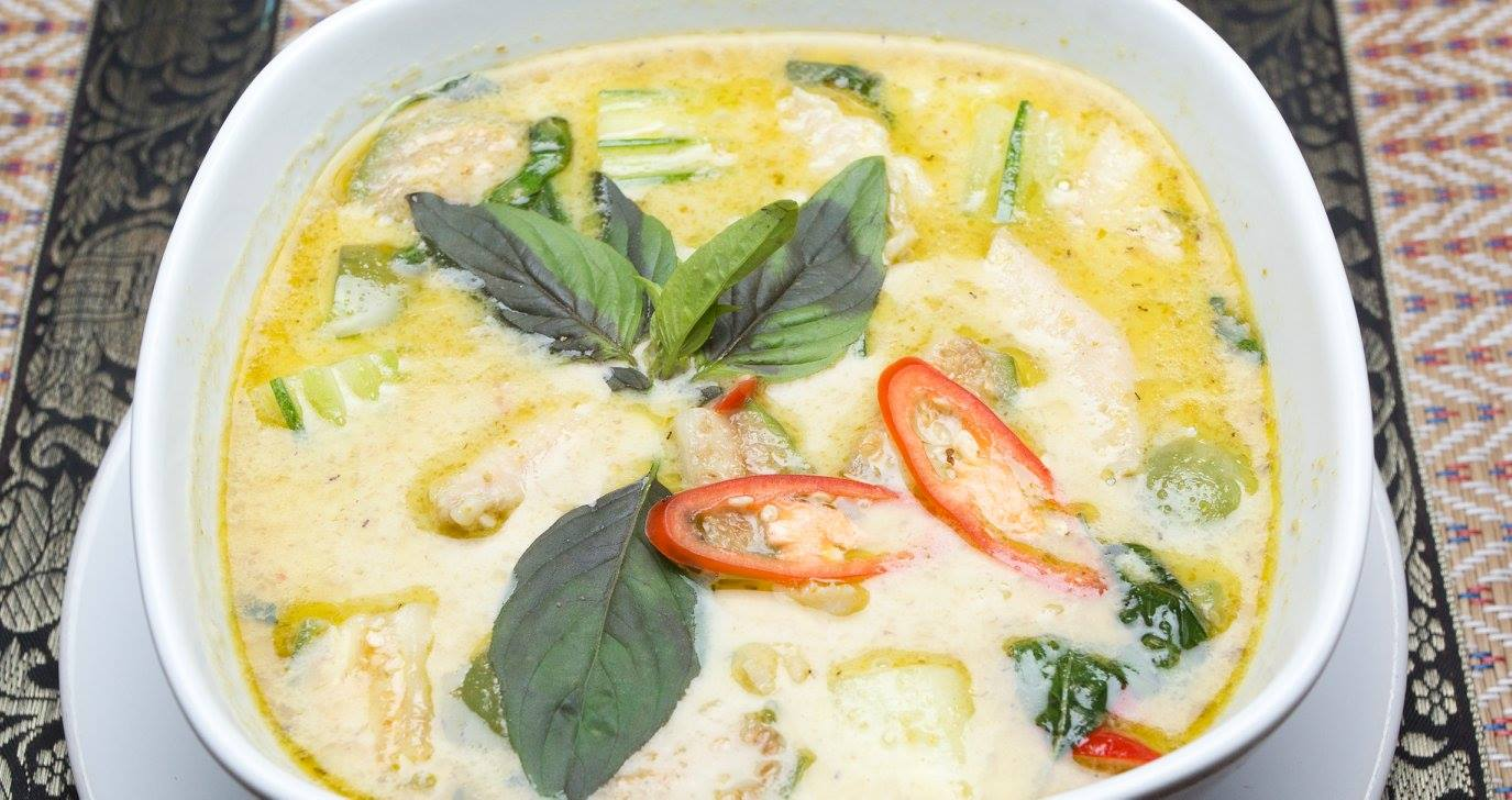 Green curry soup chicken or pork