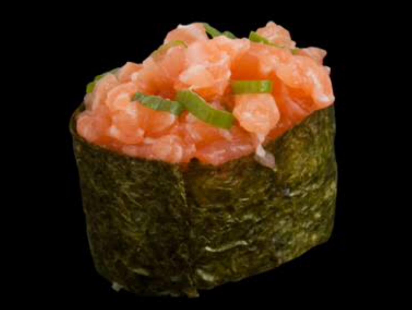Nigiri salmon tartar