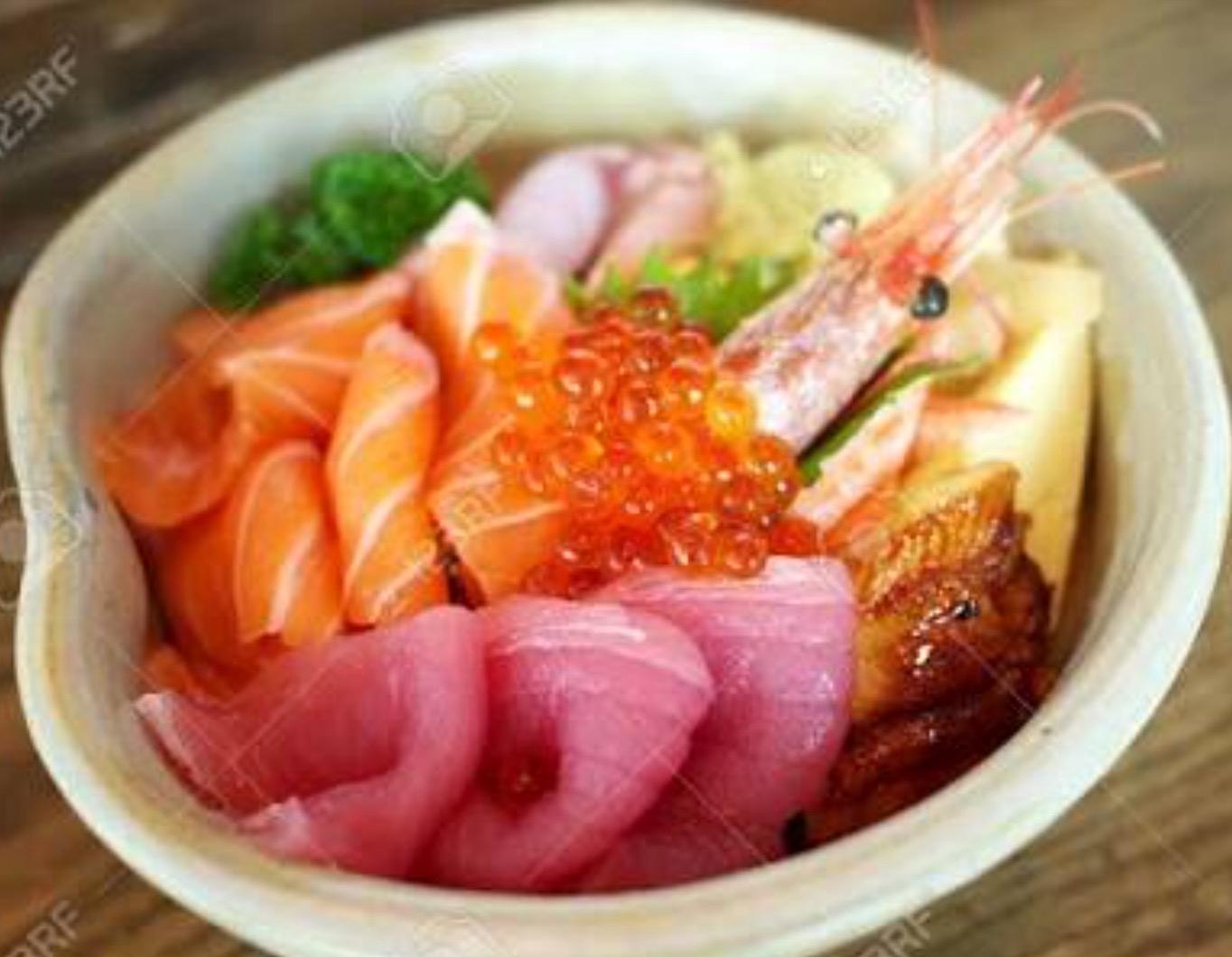 Sashimi salmon / tuna / shrimp