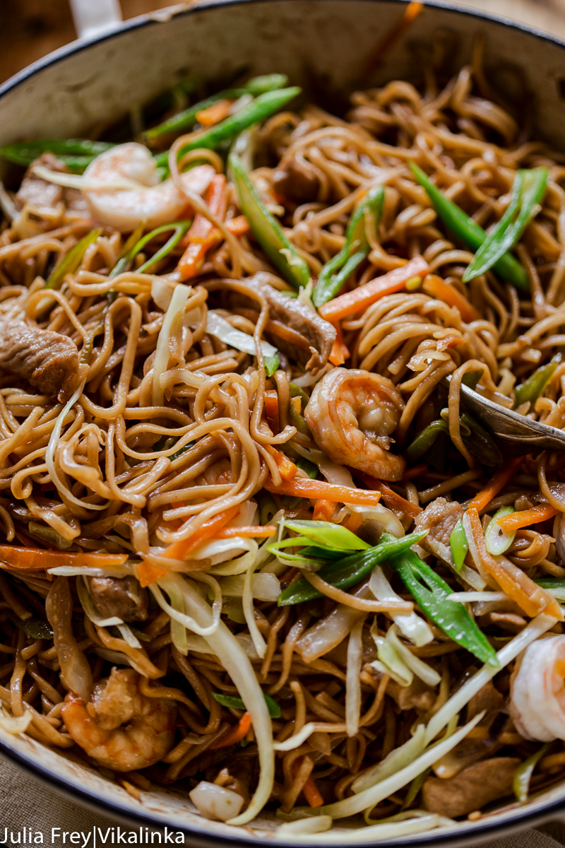 Yakisoba noodles with shrimp