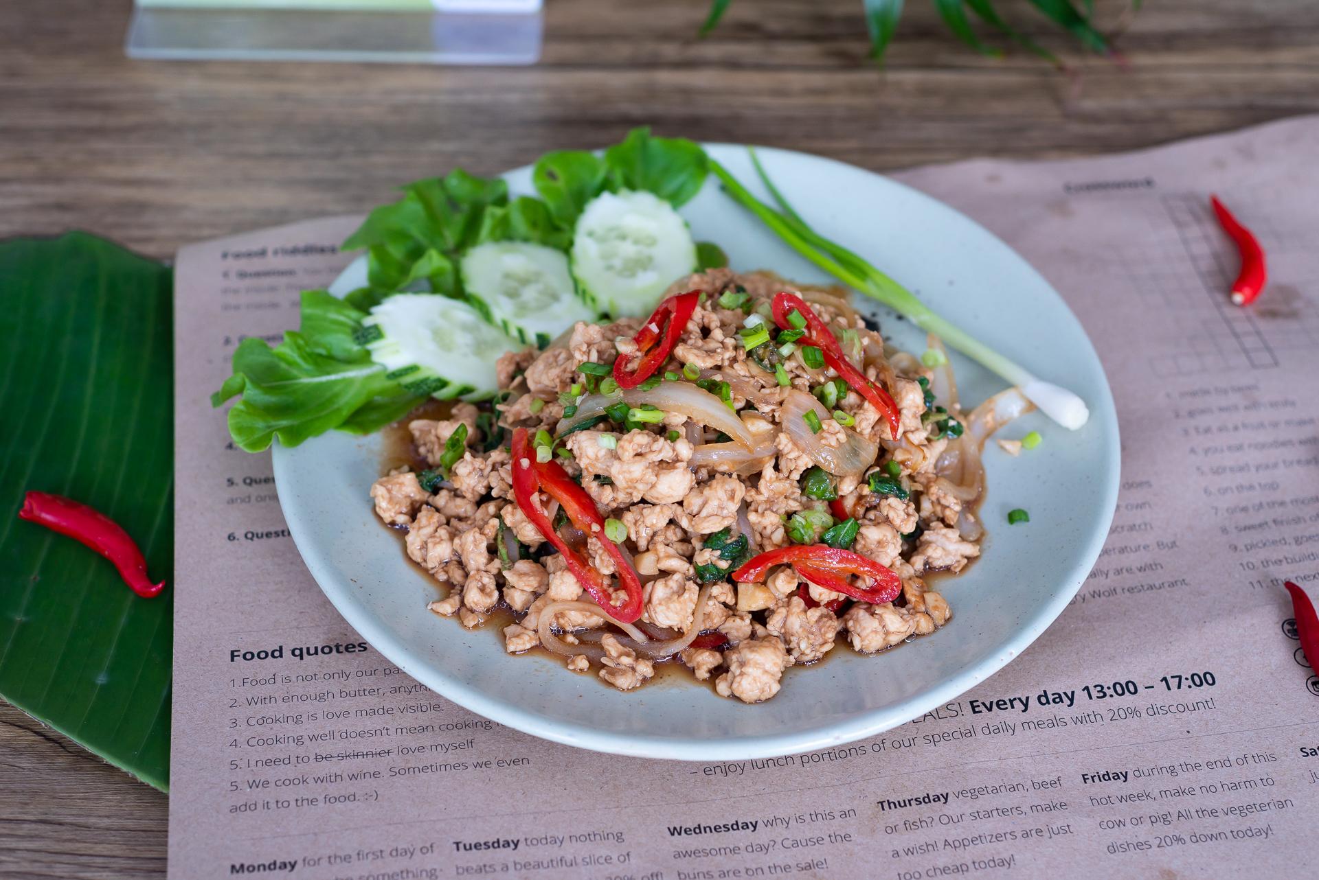 Gai pad kra paw - Thai basil chicken