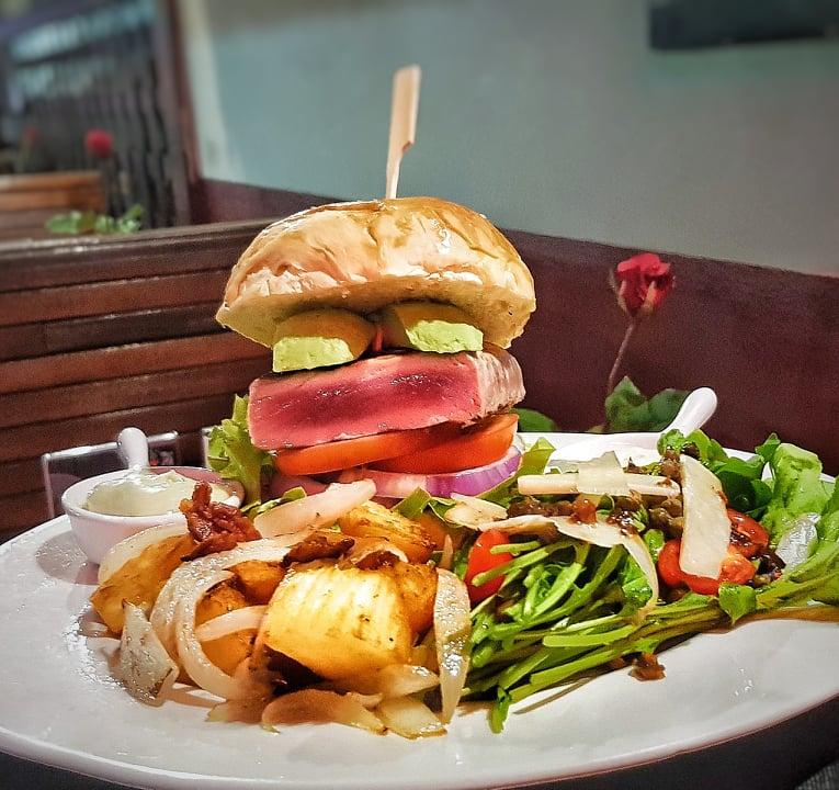 200g Saku Tuna Fillet Burger inc Sides