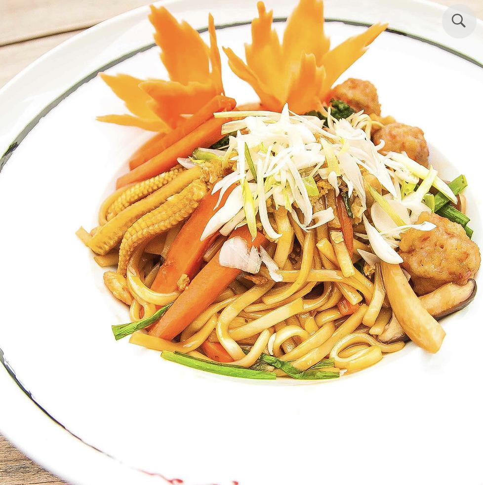 Wok-fired egg noodle
