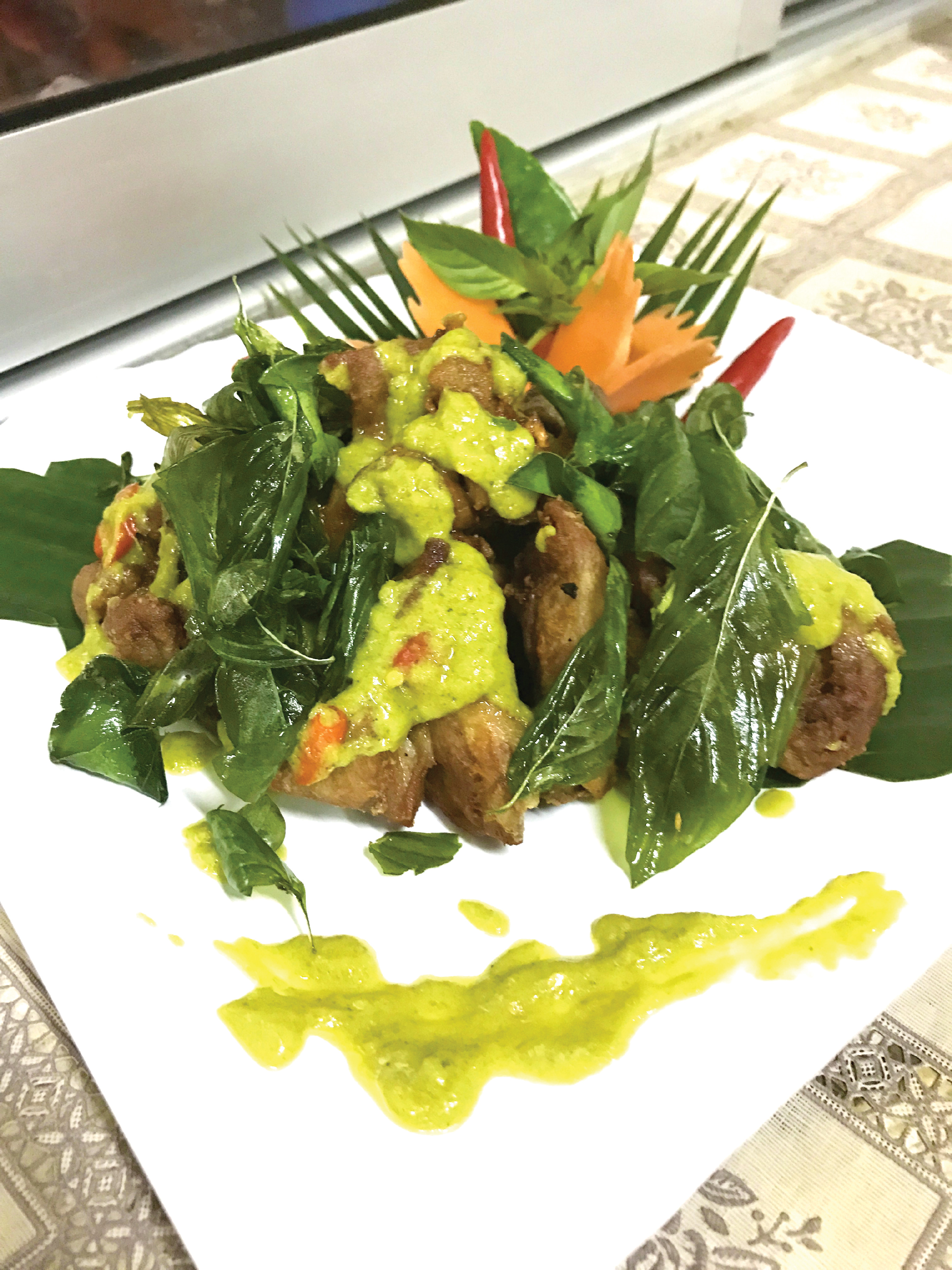 Deep fried chicken with green curry sauce. With steam rice.