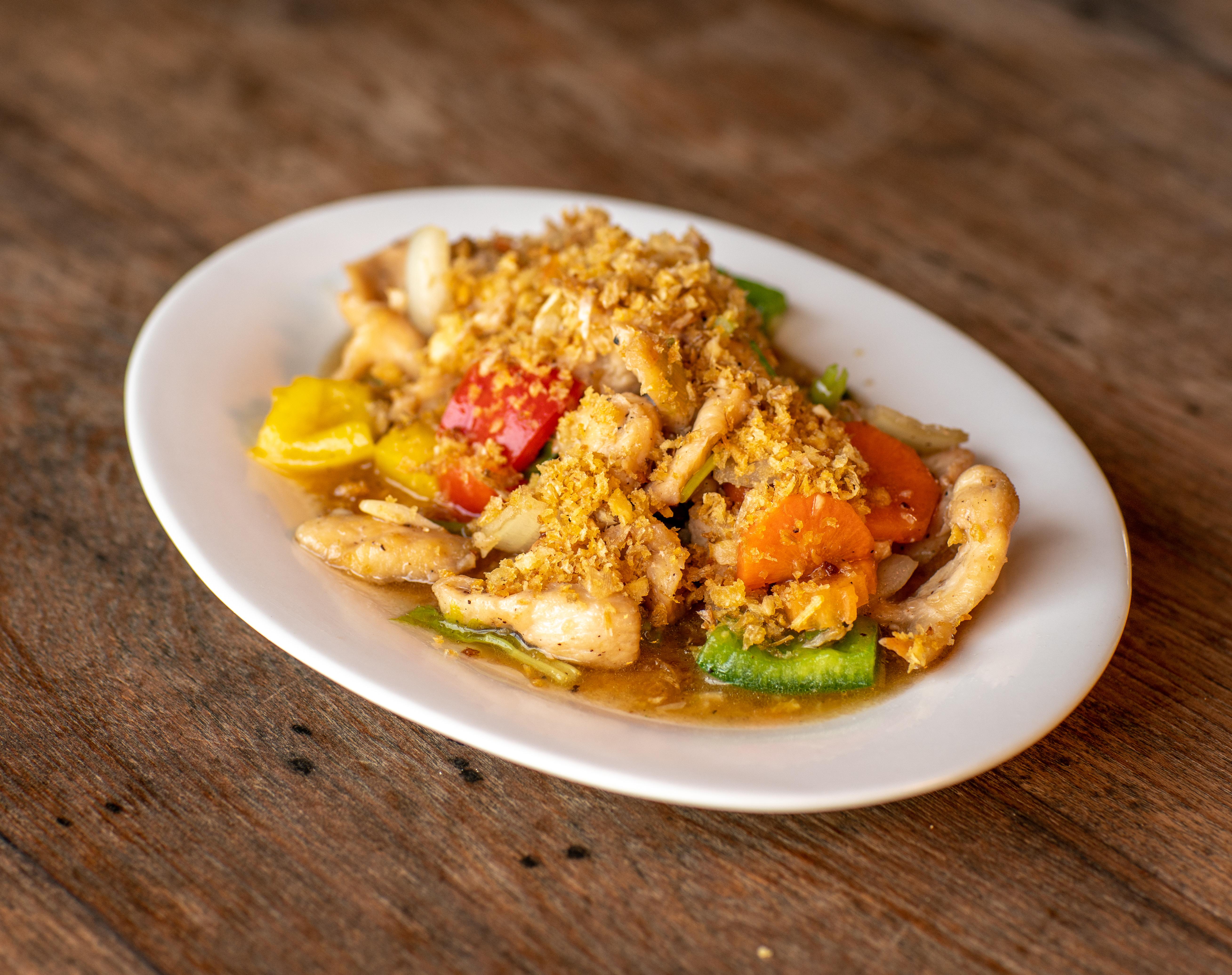 Stir fried Chicken/Pork or Seafood with garlic-pepper sauce
