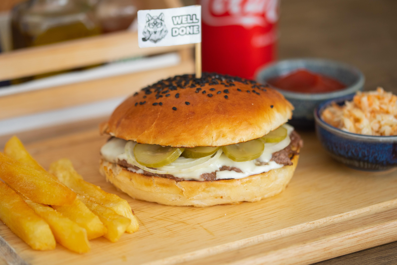 SET Basic cheeseburger + small fries + small coleslaw + coke