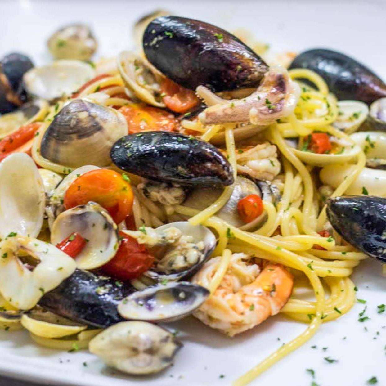 Spaghetti Seafood white wine