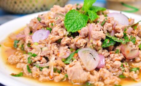(Chicken/pork) spicy salad wrutn herbs
