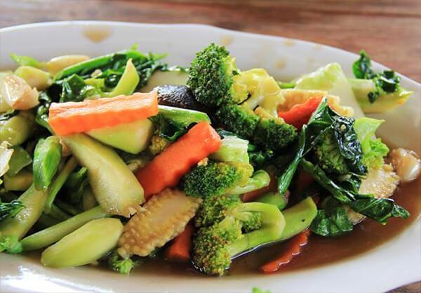 Stir fried vegetables in oyster sauce