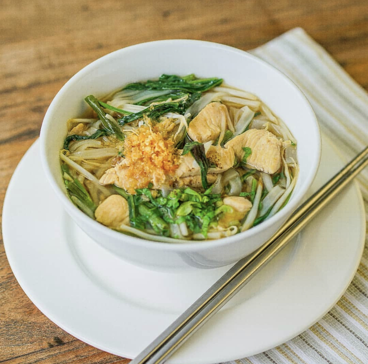 Noodle soup with chicken or shrimps