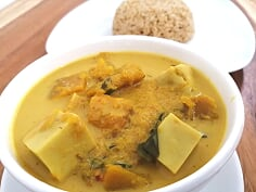 Pumpkin curry with Tofu and steam brown rice (Vegan)