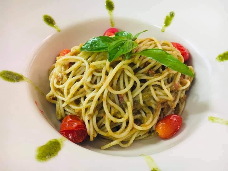 Spaghetti or tagliatelles with pesto sauce