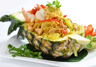 Fried rice in Pineapple chicken or seafood